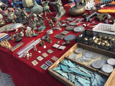 毎月21日には東寺市が開かれています。不思議な骨董品の数々にびっくり!
