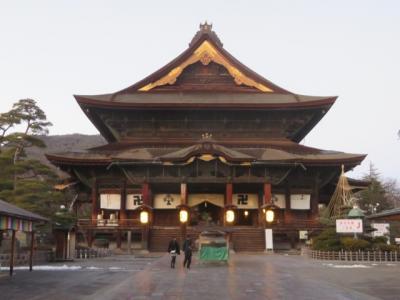 長野駅から「かるかや山西光寺」によって善光寺表参道を歩いて「善光寺」境内散策・参拝しました