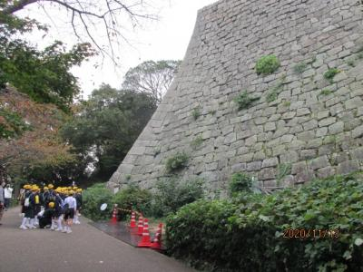 四国霊場最後の巡礼(60)丸亀城の石垣。