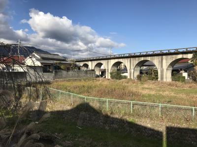 幻の五条新線(奈良県五條市):美しいアーチ型の高架線が残る
