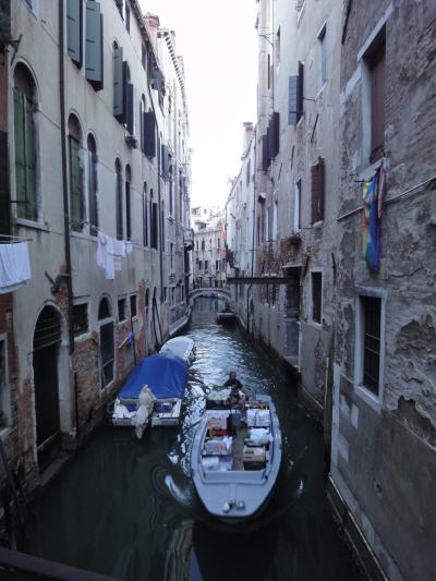初めてのベネチア その10 (イタリア・スペイン・ポルトガル・オランダ 12日間の旅 その2-10)運河上に洗濯物が舞う、ヴェネツィアの朝!