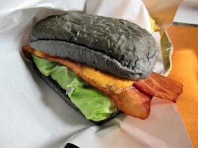 会津⑪「塔のへつり」でのランチは「カントリーキッチン土炉子」のまっ黒バンズのハンバーガー