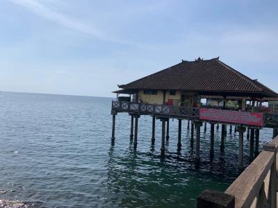海上のローカルレストラン