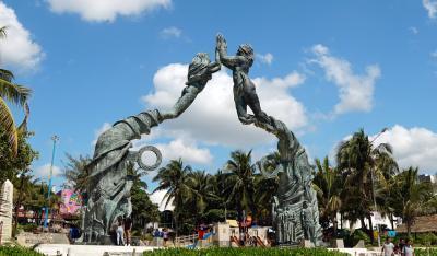 カリブ海に面した庶民的リゾート地(?) プラヤ・デル・カルメンにてマータリ