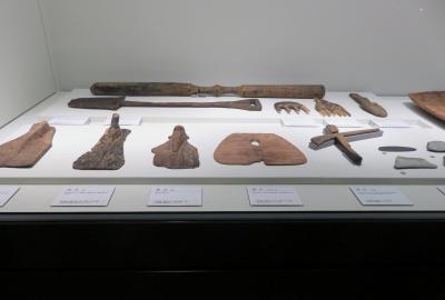 2021早春、あいち朝日遺跡(3/6):2月6日(3):朝日遺跡ミュージアム、赤彩土器、窓付土器、石器、木製品