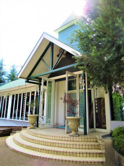 住宅街の中の一軒家フレンチレストラン「エグリーズ ドゥ 葉山庵」でコスパ抜群のランチを頂く