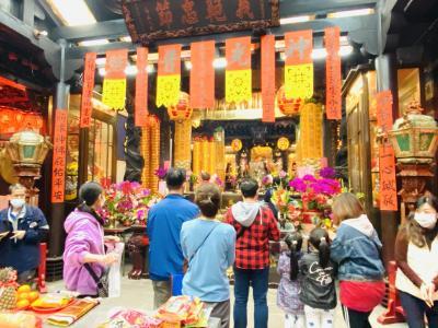 旧正月の寺廟初詣(初五、新北市新荘)