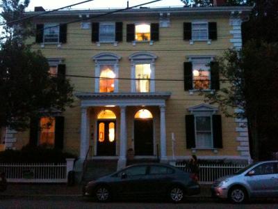 マサチューセッツ州 セーラム - 歴史的なセーラムインを早朝にチェックアウト