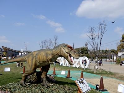てんしばに、恐竜が出現。。。。
