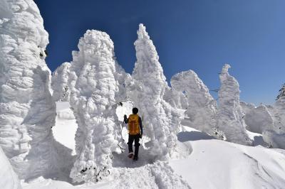 西吾妻山へ雪山登山(グランデコスキー場から)
