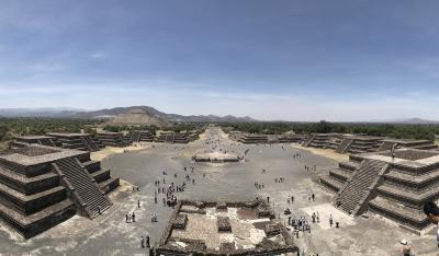 古代遺跡テオティワカン遺跡とカトリック三大奇跡の1つグアダルーペ寺院