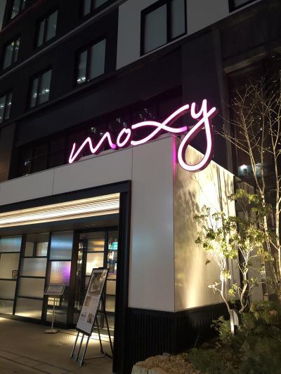 大阪福島のモクシーホテルは 外からも若い