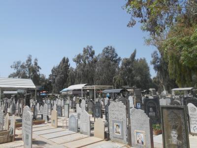 ノールーズ最初の墓参りーイラン人にとって墓参は大切な日常