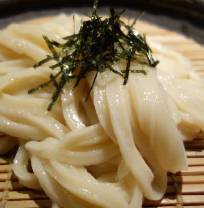 今日(京)のランチは,なんてったって,ウドンです。ここのウドンを食べずには帰れません。