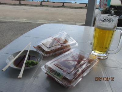 12年ぶりの石垣島(26)港の魚屋でマグロの昼めし。