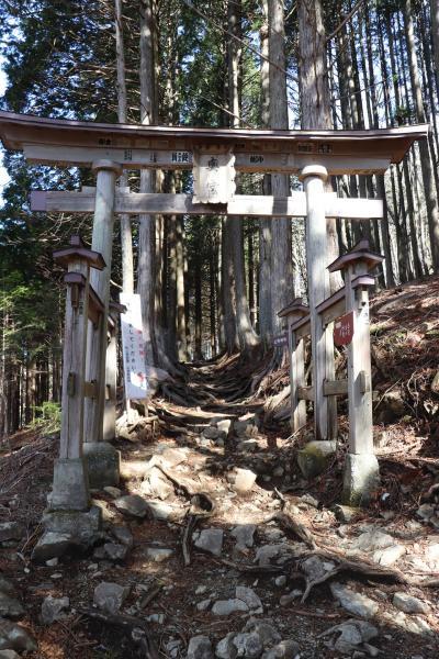 三峰神社と秩父神社