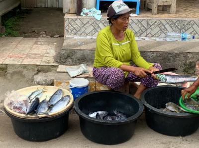 ヌサペニダ島のローカル市場