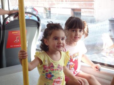 初めてのローマ その34(イタリア・スペイン・ポルトガル・オランダ 12日間の旅 その4-34)バスの車内で見かけたイタリアン・ビューティ!