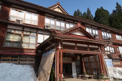 日本三大薬湯・松之山温泉◇国登録有形文化財の宿「凌雲閣」でゆったり過ごす