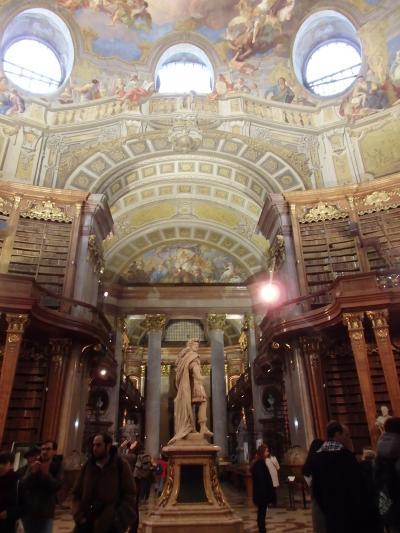 2018年オーストリア&スロヴァキアのX'sマーケット【44】世界一美しい図書館「国立図書館プルンクザール」