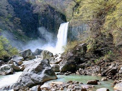 野尻湖と苗名滝