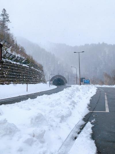 冬と夏を一気に体験できた12泊13日の旅 Vol. 4 標高が600メートル違うだけでいきなり大雪! 三国峠の素晴らしい景色はお預け~…。