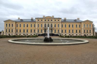 シニア夫婦2回目の北欧、バルト7カ国ゆっくり旅行25日 (18)ラトヴィアのリガからバウスカのルンダーレ宮殿ヘデイトリップです(10月6日)