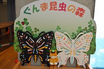 キラキラ蛹も美しい 蝶の舞う昆虫観察館