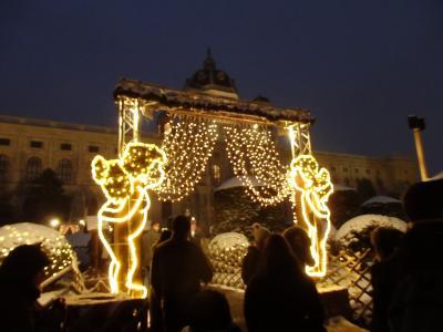 2018年オーストリア&スロヴァキアのX'sマーケット【55】夜の王宮からマリア・テレジア広場のクリスマスマーケット