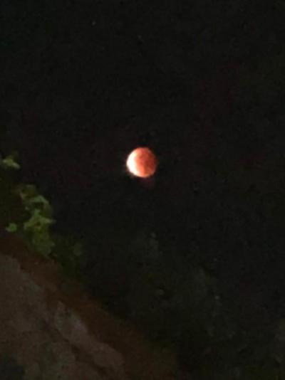バリ島からのスーパームーンの皆既月食