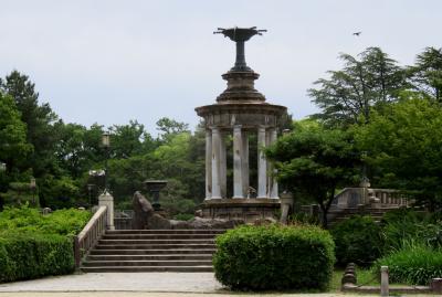 2021春、鶴舞公園のバラ(1/10):5月26日(1):噴水塔、名古屋市公会堂、バラ園、ヴェルサイユのバラ