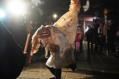 板橋の田遊び(赤塚諏訪神社)~神輿の渡御から夜の獅子舞にとんど焼き。国の重要無形民俗文化財とはいえ、地域限定のひっそり密やかなイベントです~