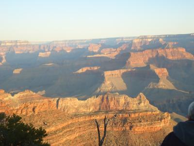 アリゾナ州 グランドキャニオン - サウスリムでの景色は好天気で写真映えします。