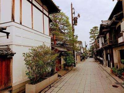 濃厚抹茶ソフトを食べて善光寺の裏通りを散策