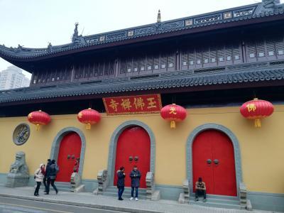 上海を代表する名刹「玉佛禅寺」へ1人初詣り