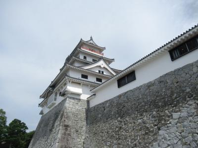 玄海灘に守られた唐津城!唐津の街は小さいけれど 素敵な建物があります。