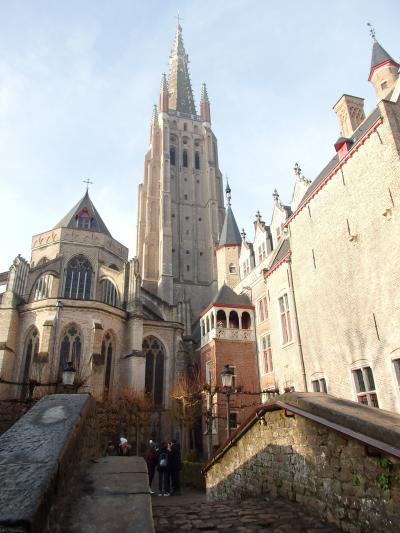 2019年ベルギーのX'sマーケット巡り【14】ブルージュ:アーレンツハウスと聖母教会内の見学