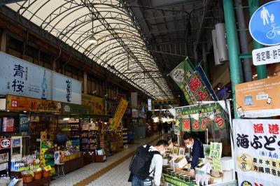 市場本通りの商店街