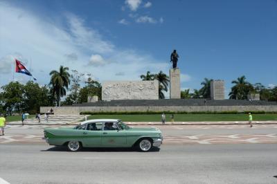 キューバ7日間の旅(8)サンタ・クララ 革命広場前、装甲列車爆撃記念碑