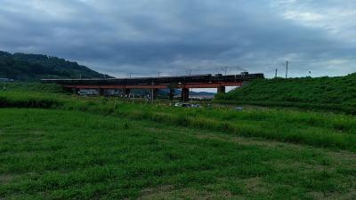 クルーズトレイン・ななつ星がDE10形2両で牽引され八坂川鉄橋を走りました!! *(^0^)*