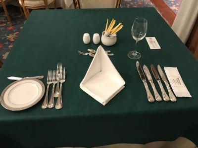古都一人旅★奈良ホテル館内散歩と不織布のテーブルクロスに驚いた、レストラン三笠伝統のフランス料理!!