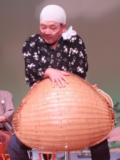 島根-9 安来-7 安来節演芸館c どじょう掬い-男踊りはコミカルに ☆元の型は砂鉄探し?