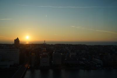 20210722-5 新潟 夕暮れ時に再び。メディアシップ、そらの広場からの夕日。