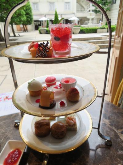 初夏の横浜(2)ホテルニューグランド。ラウンジ「ラ・テラス」で薔薇のアフタヌーンティ