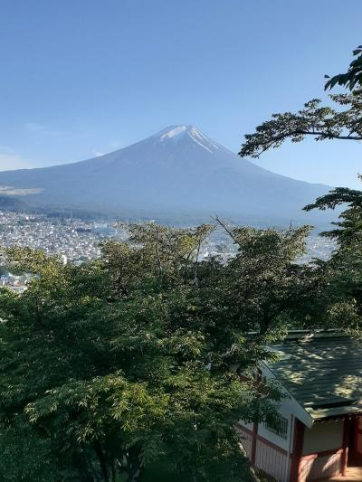 富士吉田五重塔と富士山(5)富士山展望台で軽く飲食し、下山する。