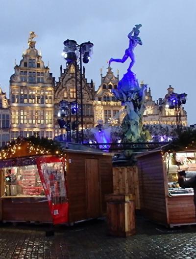 2019年ベルギーのX'sマーケット巡り【34】アントワープ:曇天の港風景と夜のクリスマスマーケット
