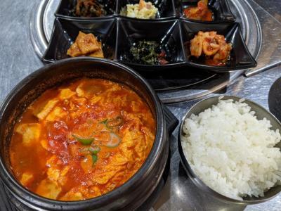 鶴橋の韓国料理店「おかわり」でスンドゥブ&カナリヤでバナナヨーグルトパフェ