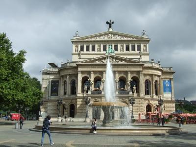 フランクフルト・アム・マインの新旧歌劇場