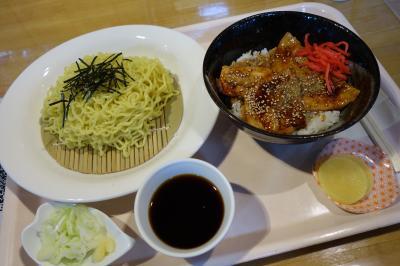 20210816-1 旭川 大雪アリーナの食堂にて、ざるラーメンとミニ豚丼のセット