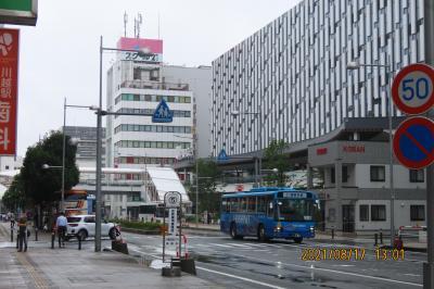 雨の中の川越駅付近の風景①川越駅西口付近